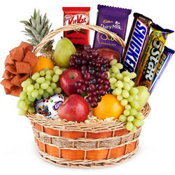 Tasty Fruits N Chocolates Fusion Gift Basket