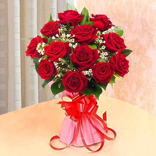 Cheerful Red Color Roses Hand Bunch