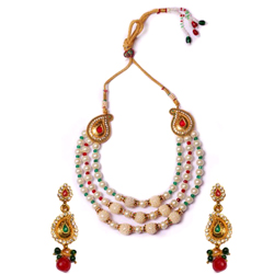 Fashionable Necklace Set Designed with Pearl