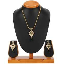 Lovely Nistha Kundan Pendant and Earrings Set from Avon